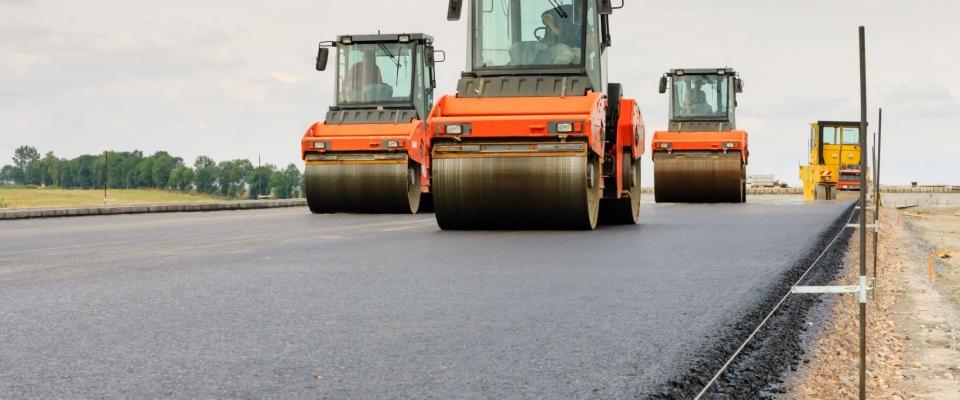 Több mint 7,5 milliárd forintból újíthatnak fel belterületi utakat Pest megyei települések
